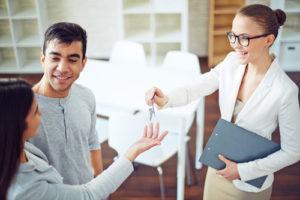 Mortgage Agent handing over the keys